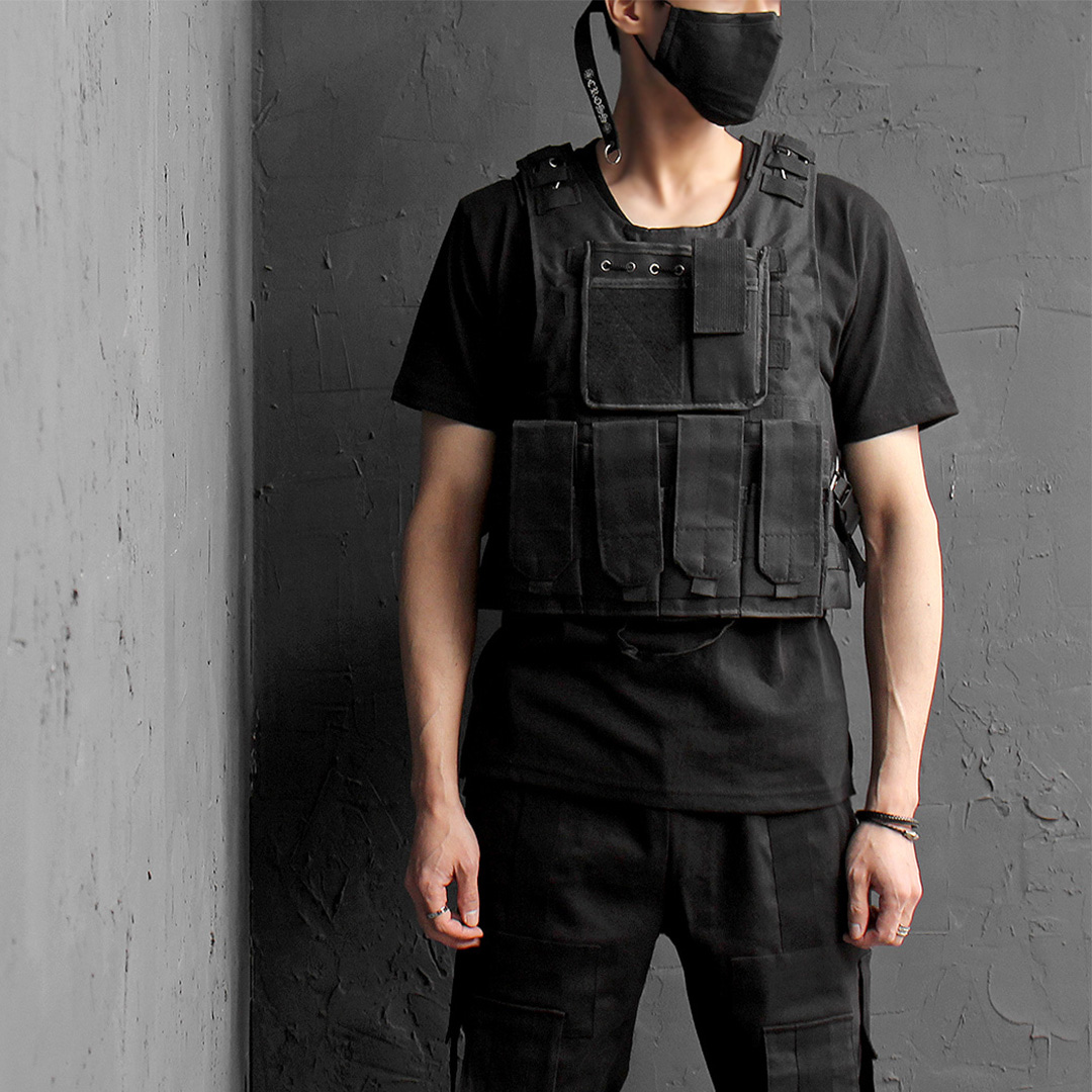 Techwear Look Multi Buckle Pocket Bag Vest 018